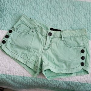 Cute fox real green short